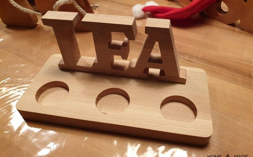 Schriftzug mit Teelichtern